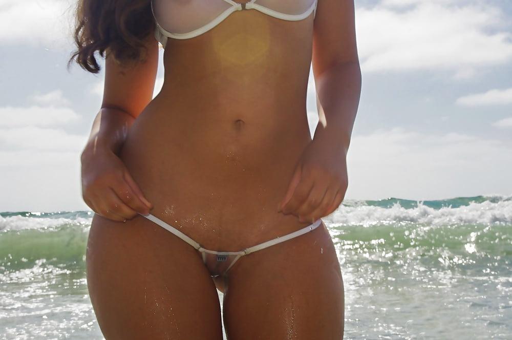 muzha-chlen-odna-popka-v-mini-bikini-video-grudastoy-shlyuhoy
