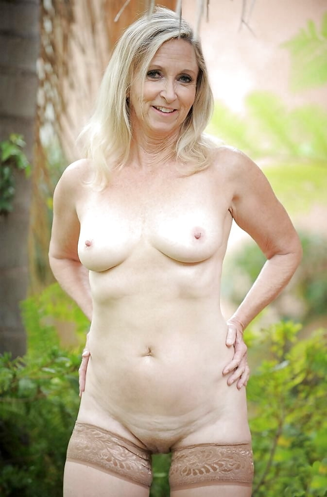 annabelle-apsion-naked-breast