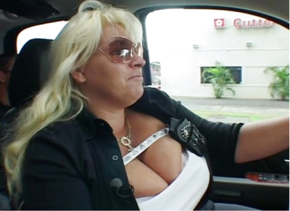 beth-chapman-shows-her-pussy
