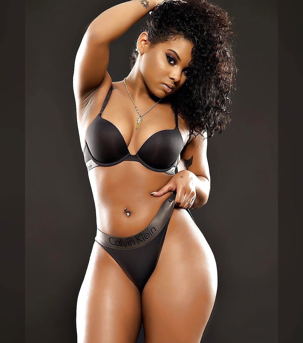 hot-light-skinned-thick-girls