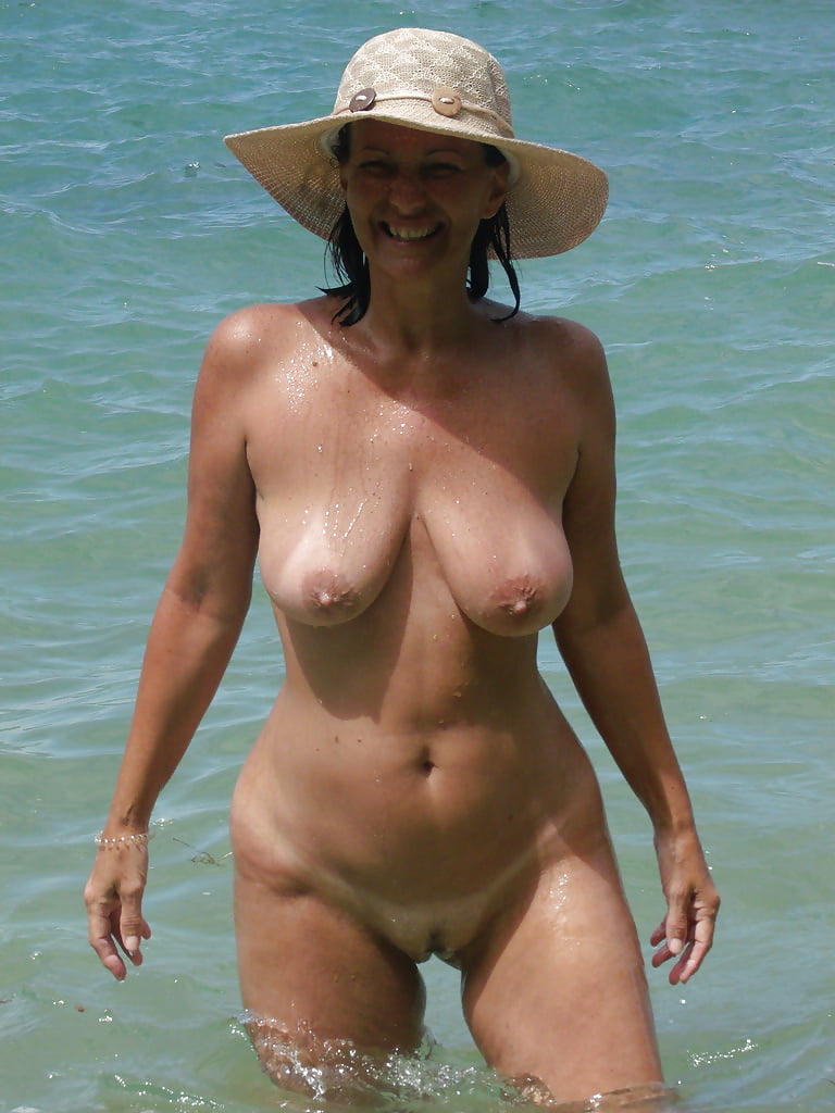 sexy-mature-aunty-beach-naked-walk