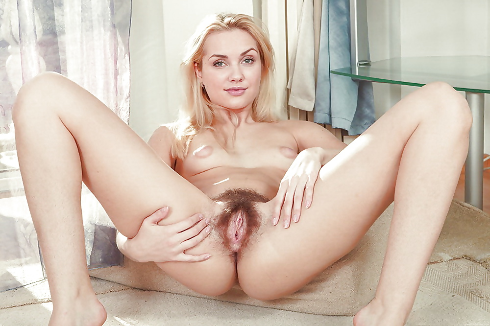 Natural blonde hairy nude — pic 15