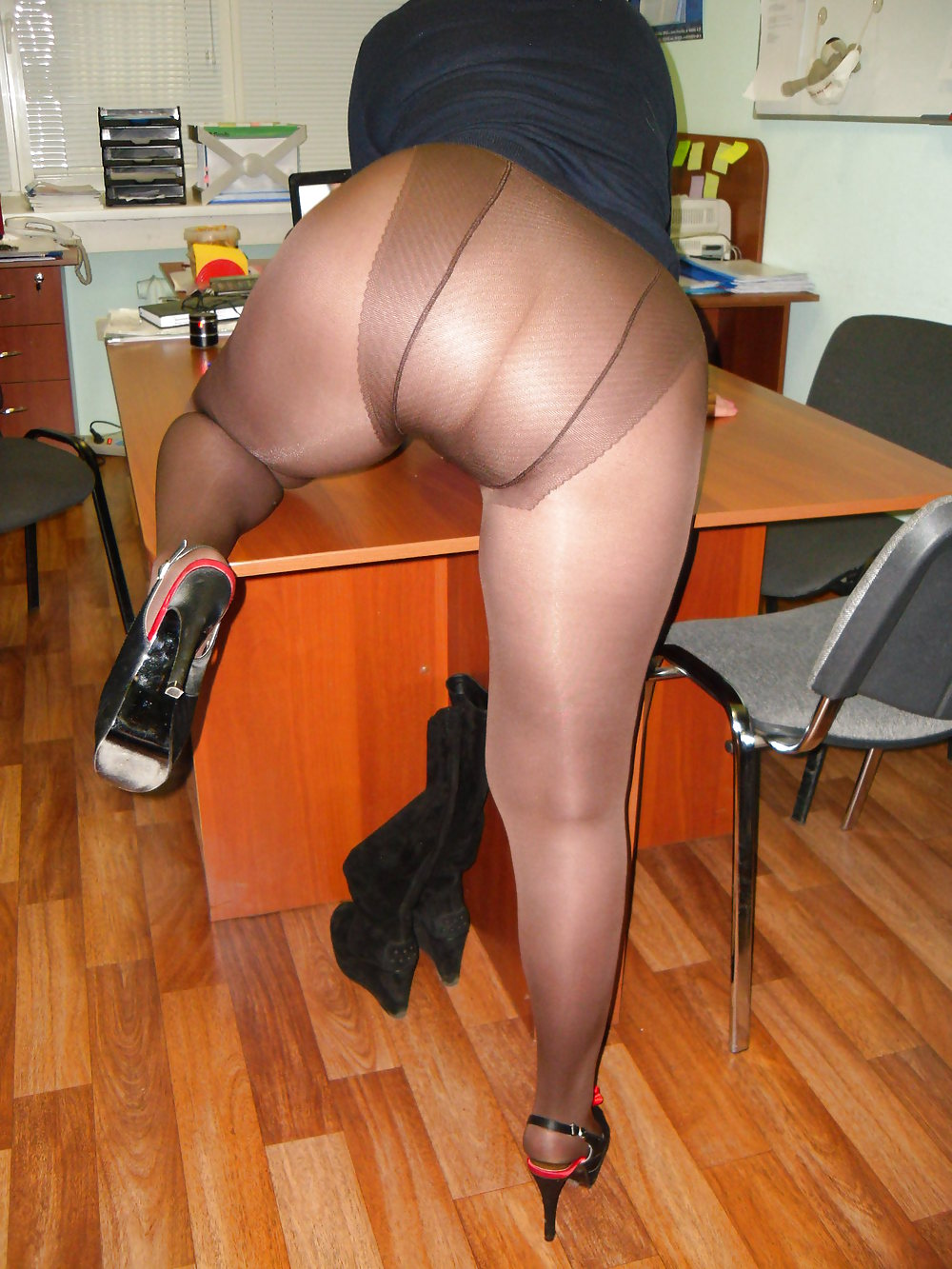 tights-and-pantyhose-ladies-ass-a-naked-girl-kisses-a-naked-girl
