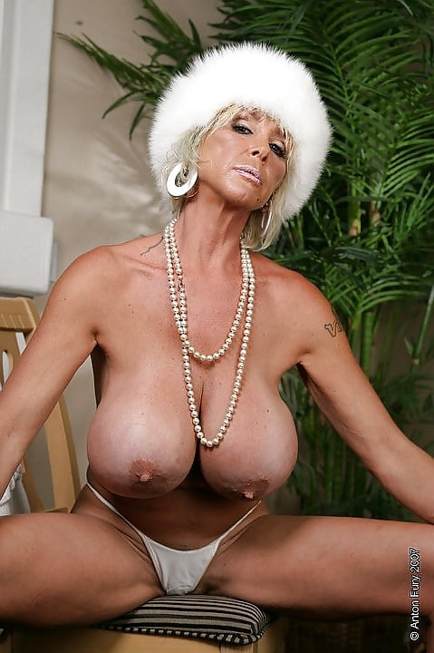 Class Milf Charlee Chase Flaunt Her Whammies