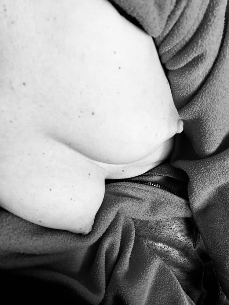 The hot wife Black and white- 8 Pics