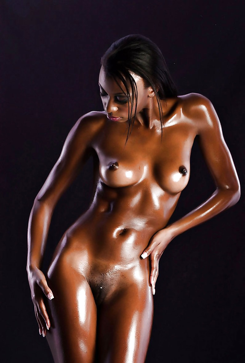 black-girls-naked-and-oily-bianca-kajlichs-pussy