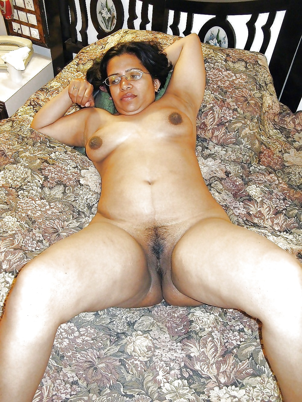 Indian old woman butt nudes pic — photo 1