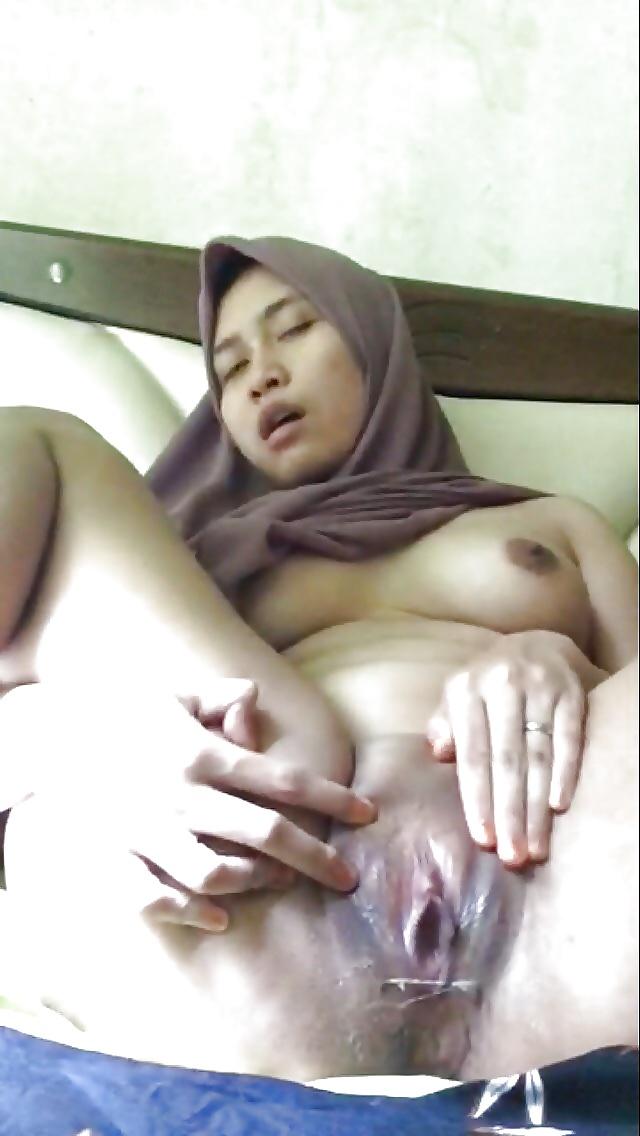 Malay Hijab Masturbate  Squirt - 11 Pics - Xhamstercom-7236