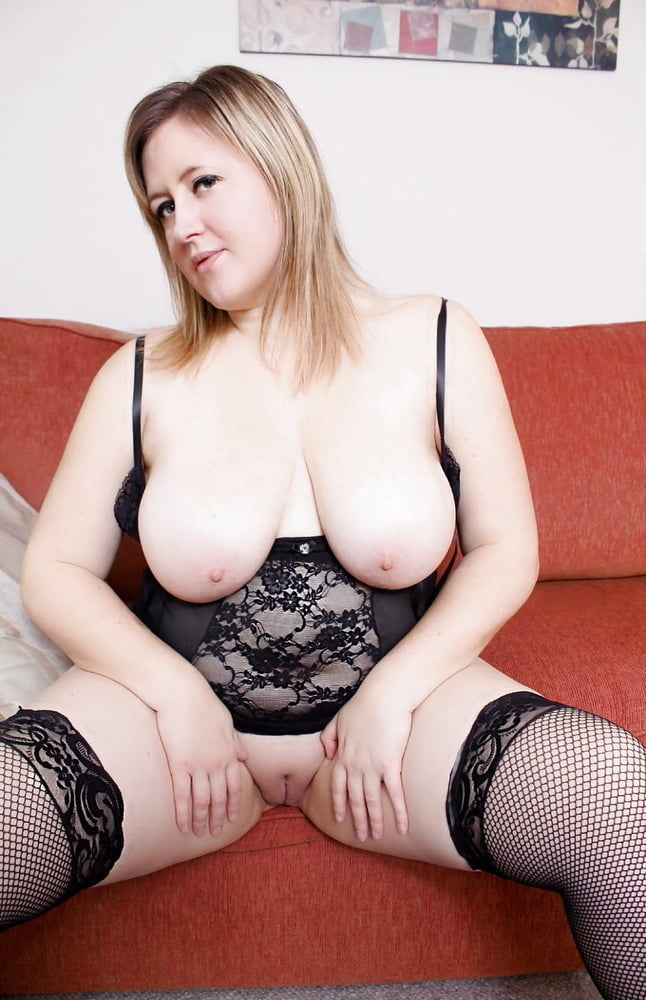 Laura sexy girlfriend exposed- 42 Pics