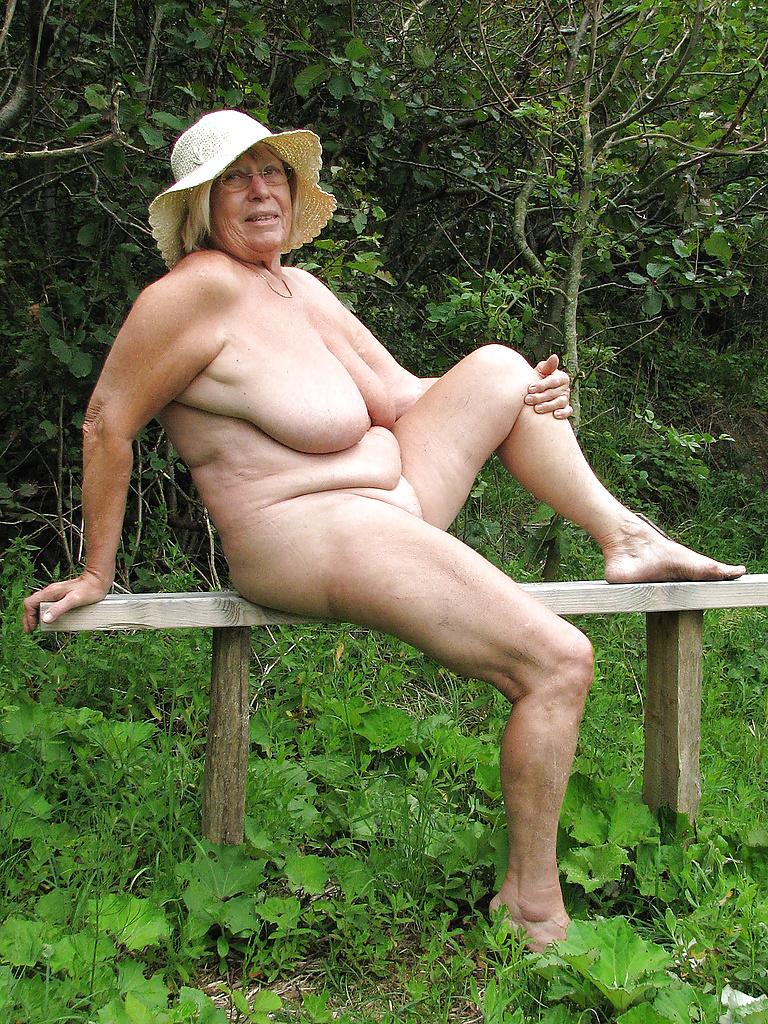 Naked granny outside pics 3