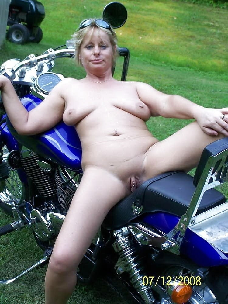 Old biker momma nude — photo 13