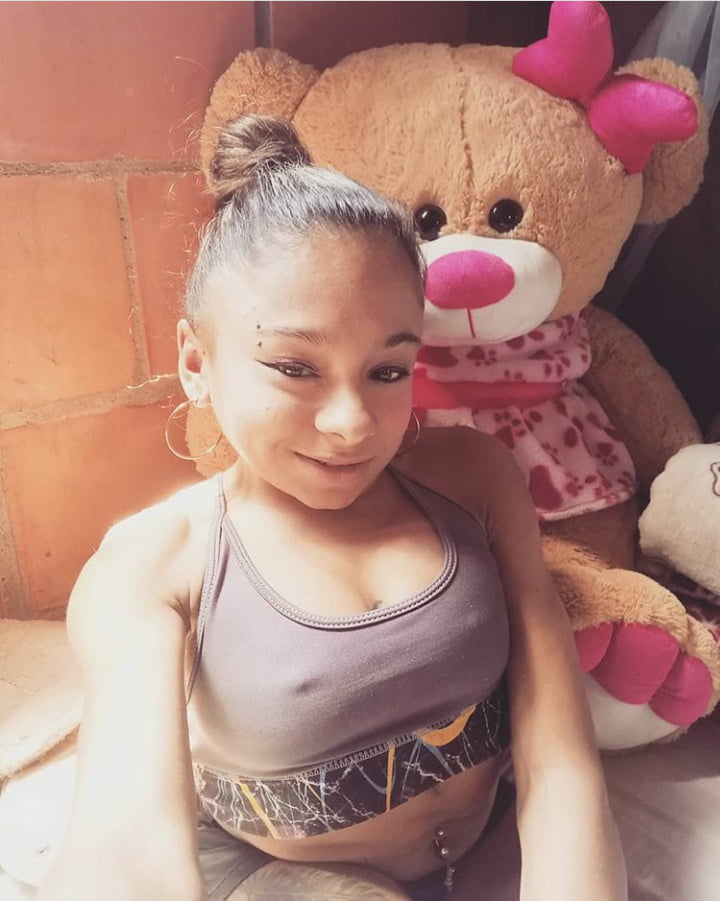 Latina midget - 23 Pics