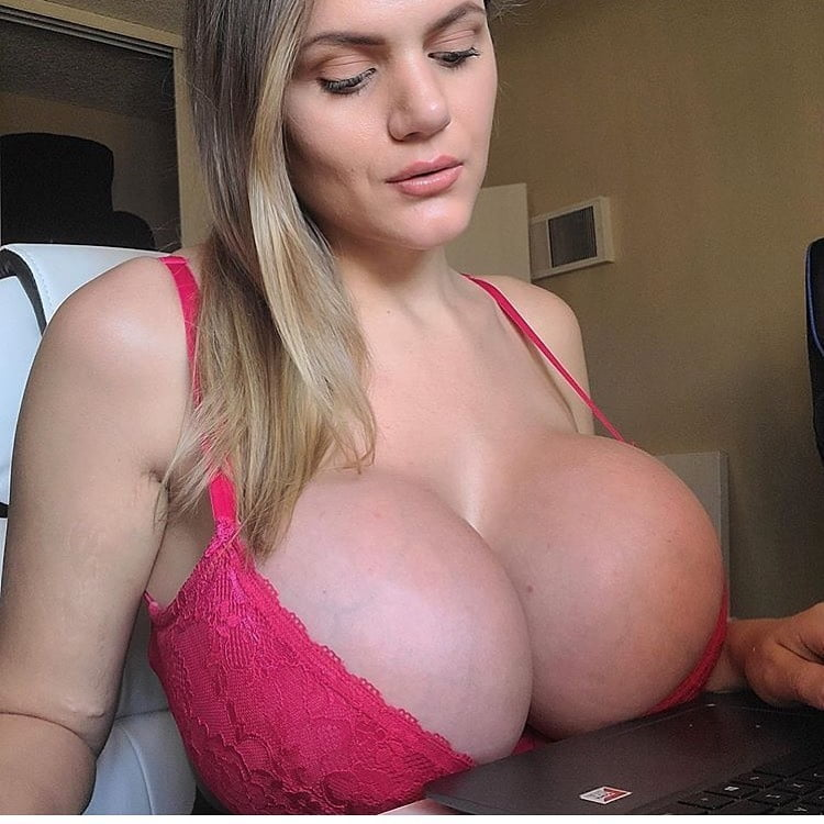 I love bouncy tits