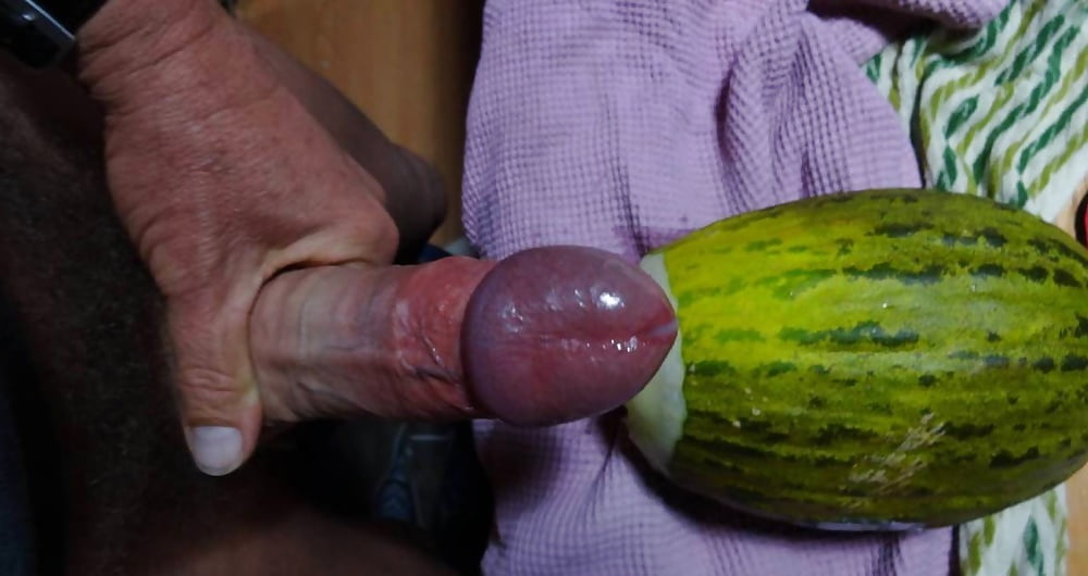 I made a hole in the watermelon and fucked it on pov vid