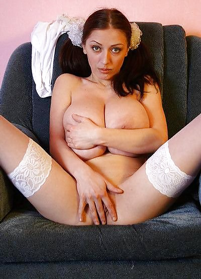 Busty merilyn playing with a girl