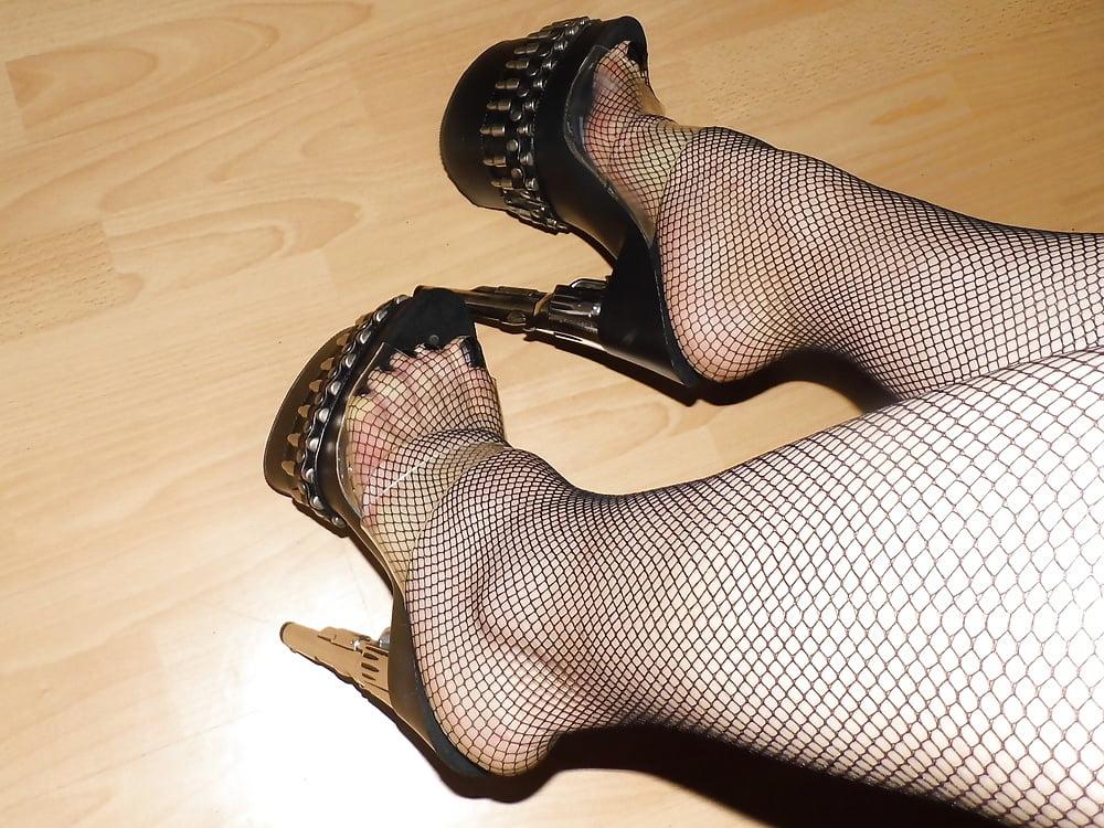 Fetish shoes for crossdressers