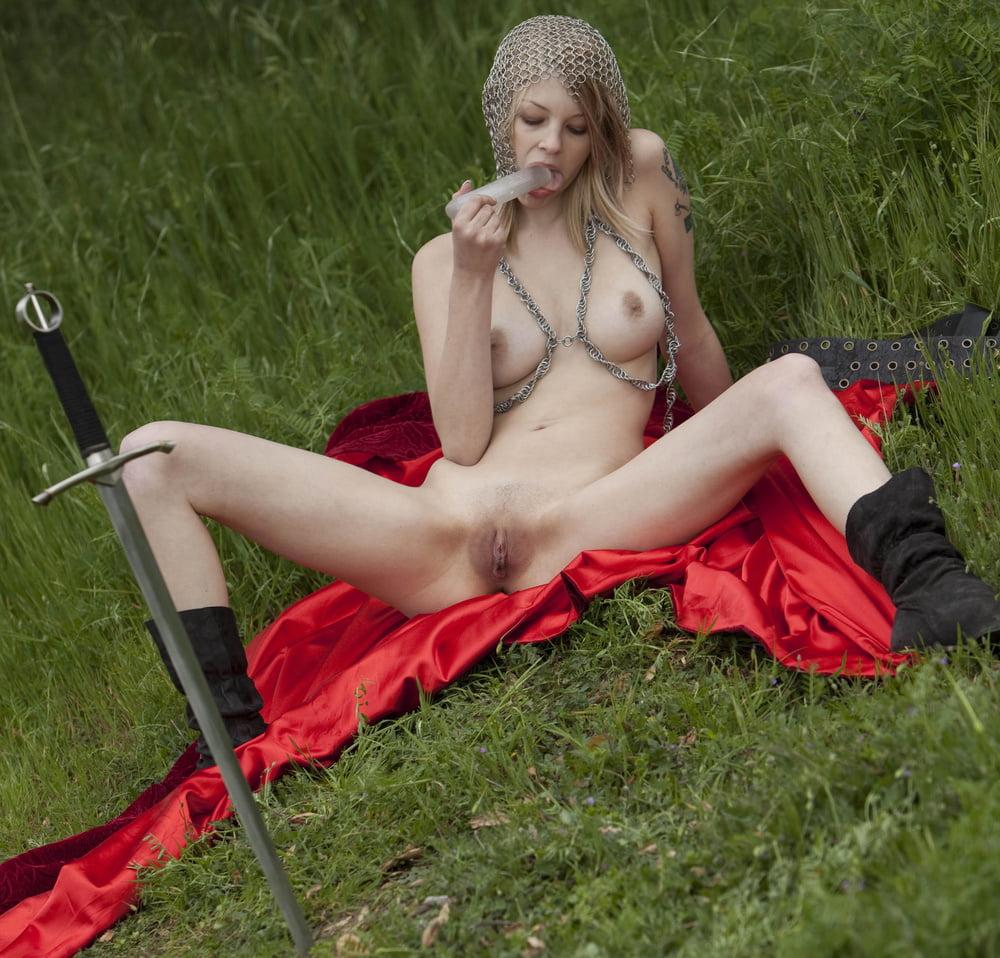 Порно девушки в средневековых костюмах — photo 5