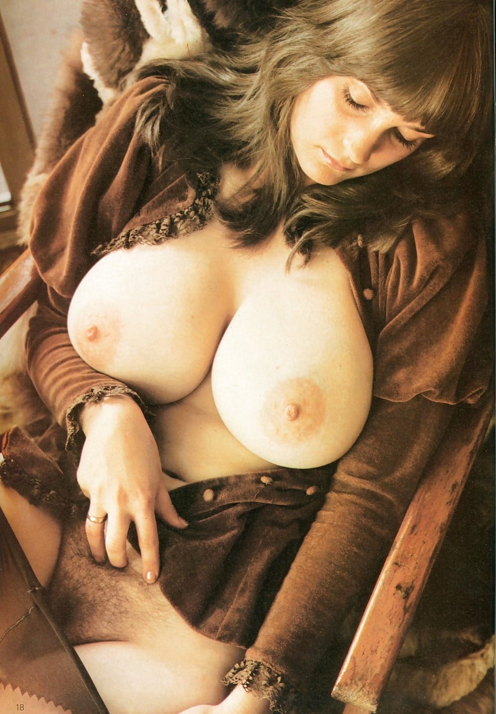 amateur-porn-young-vintage-boobs