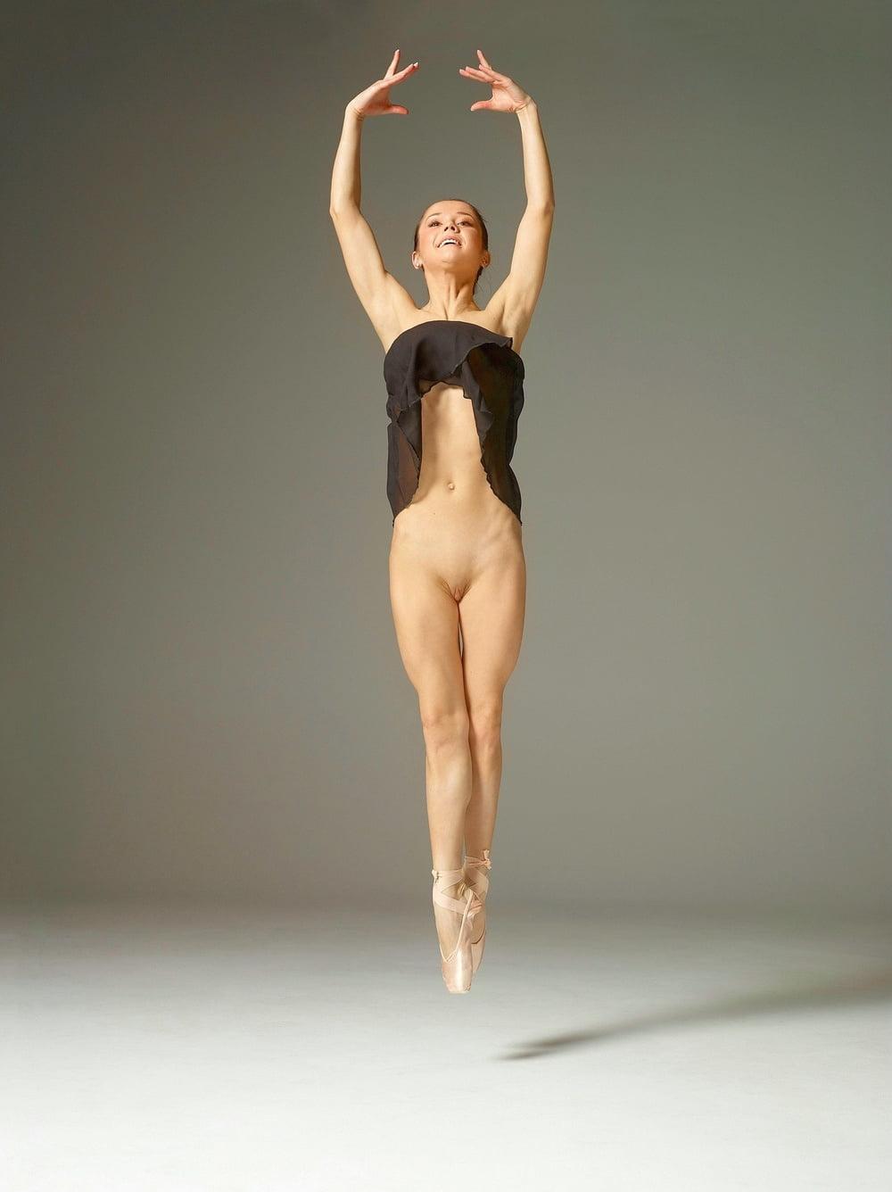 Half naked ballerina pics — pic 4
