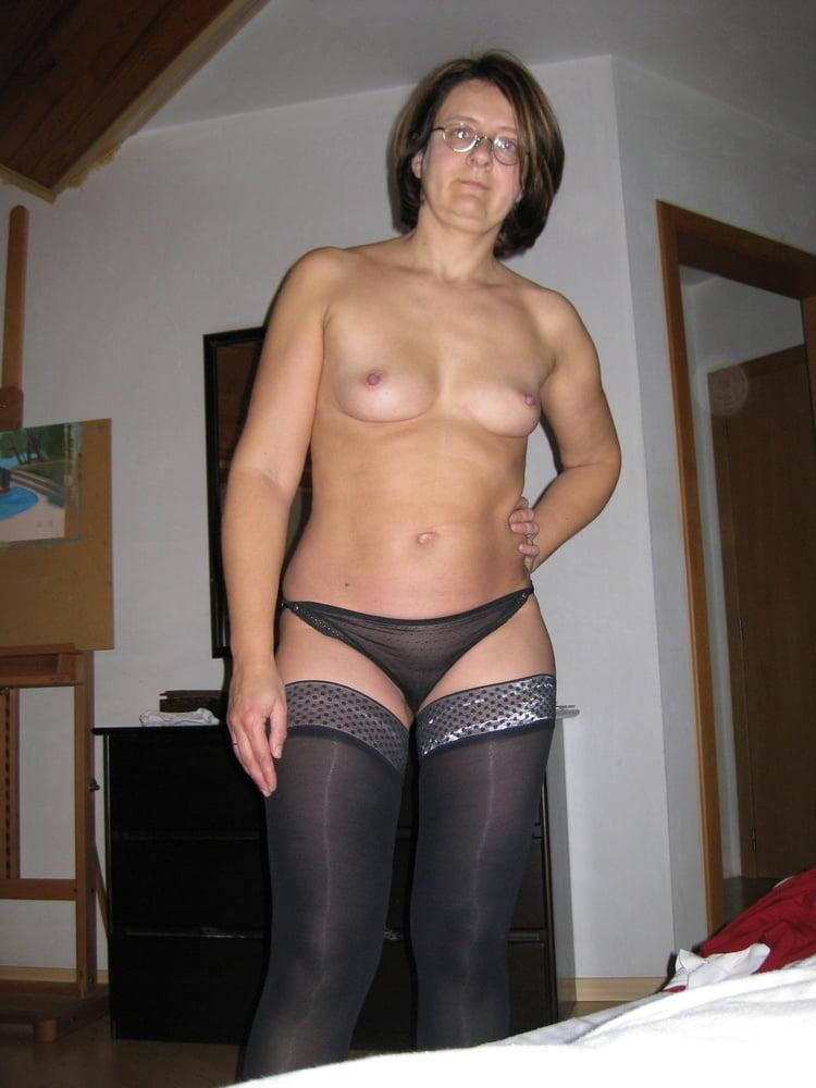 Pantyhosed Mature Belgium Wife - 27 Pics