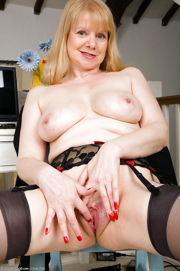 Karina kapoor nude sexy