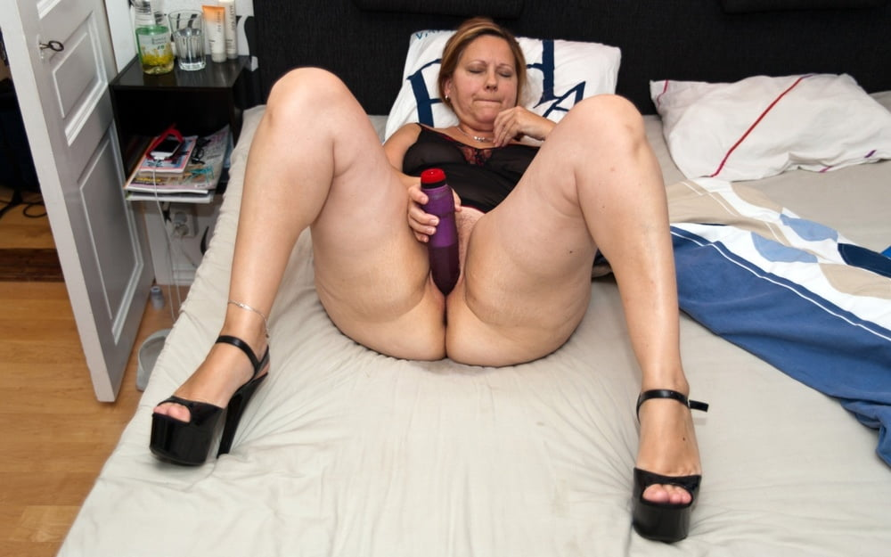 Older women voyeur pics