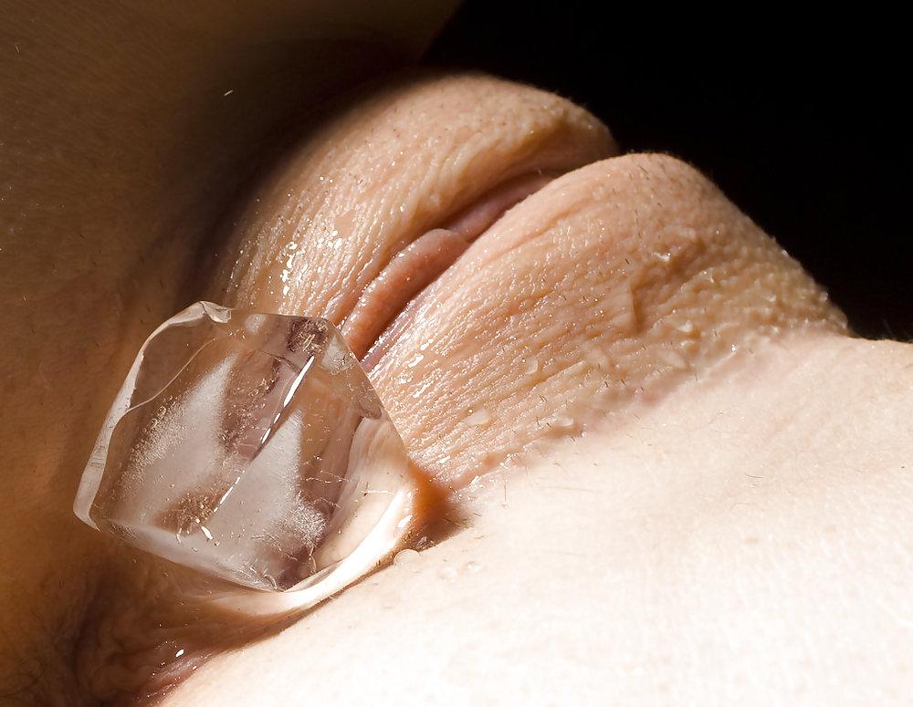 Девушки ебутся вагина и кусочек льда видео