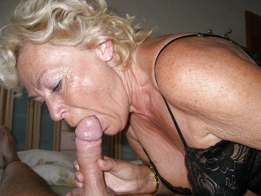 Интим фото старых русских женщин берущих в рот