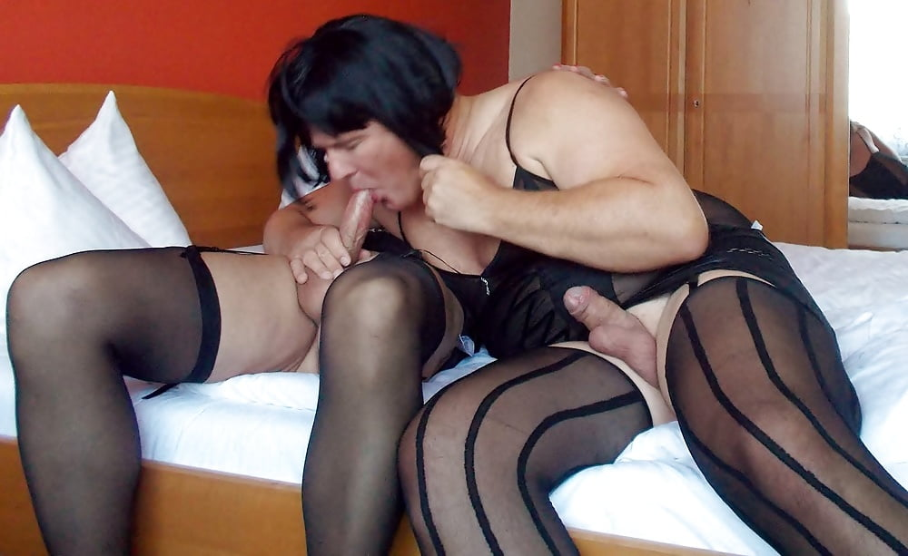 Skinny Teens Serpente And Mary Spreading Nylon Covered Legs For Oral Sex