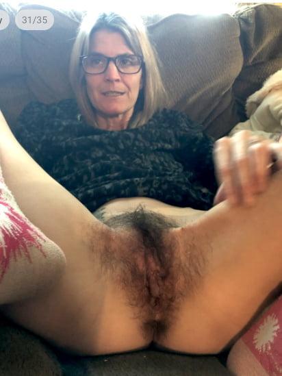 2020 Spreading Moms 16 - 41 Pics
