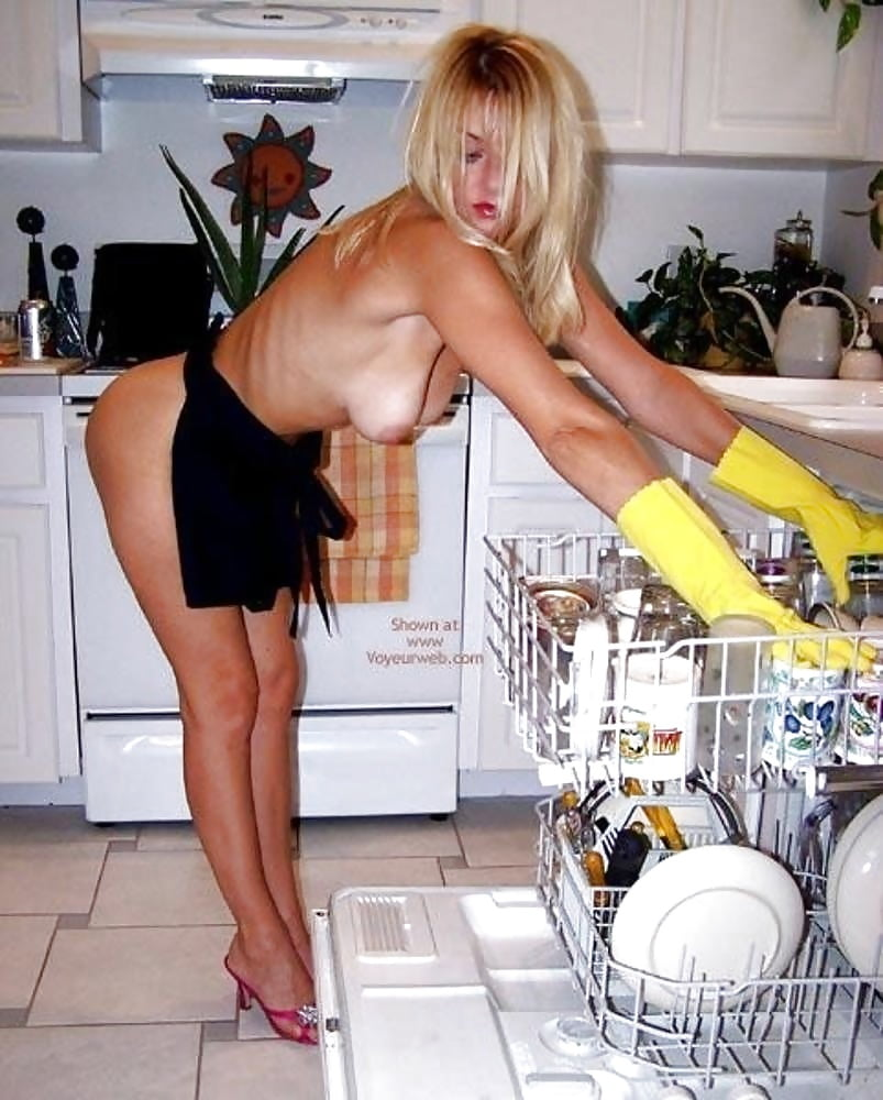 hot-women-nude-doing-housework-body-nude