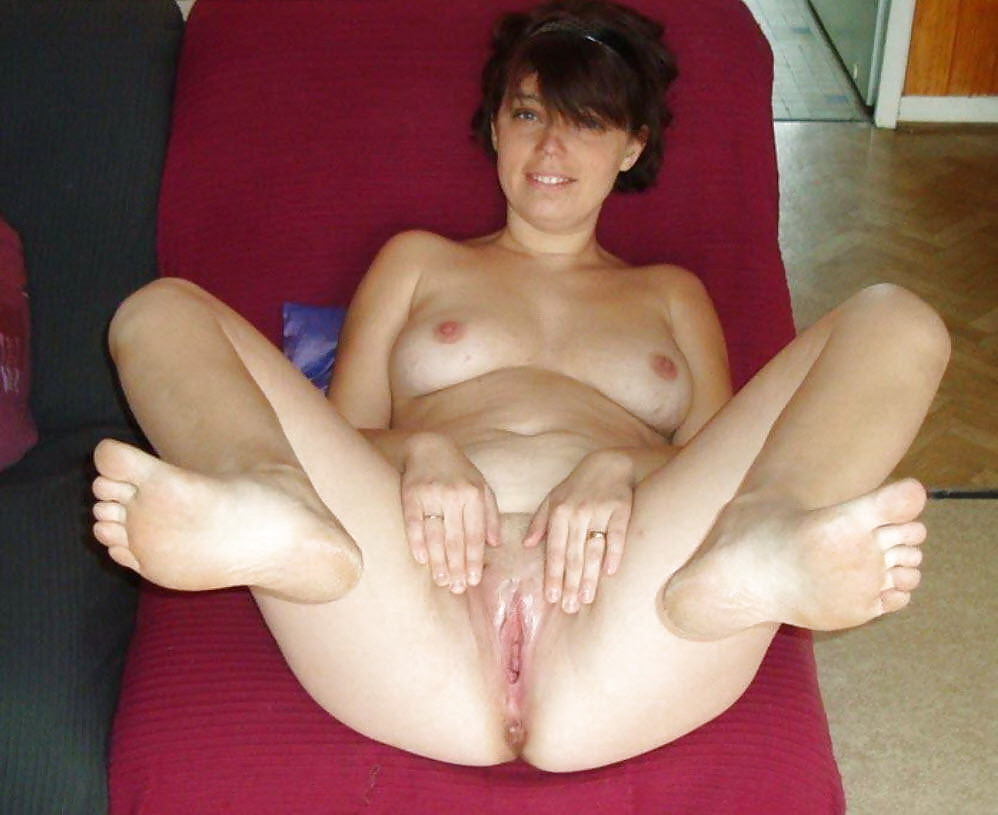 Hot girls spreading pics