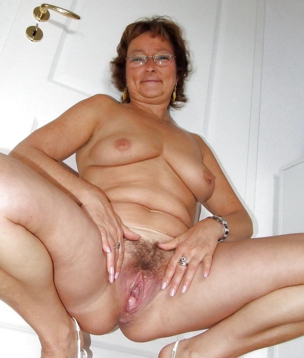 Amazing Older Women Solo Photos