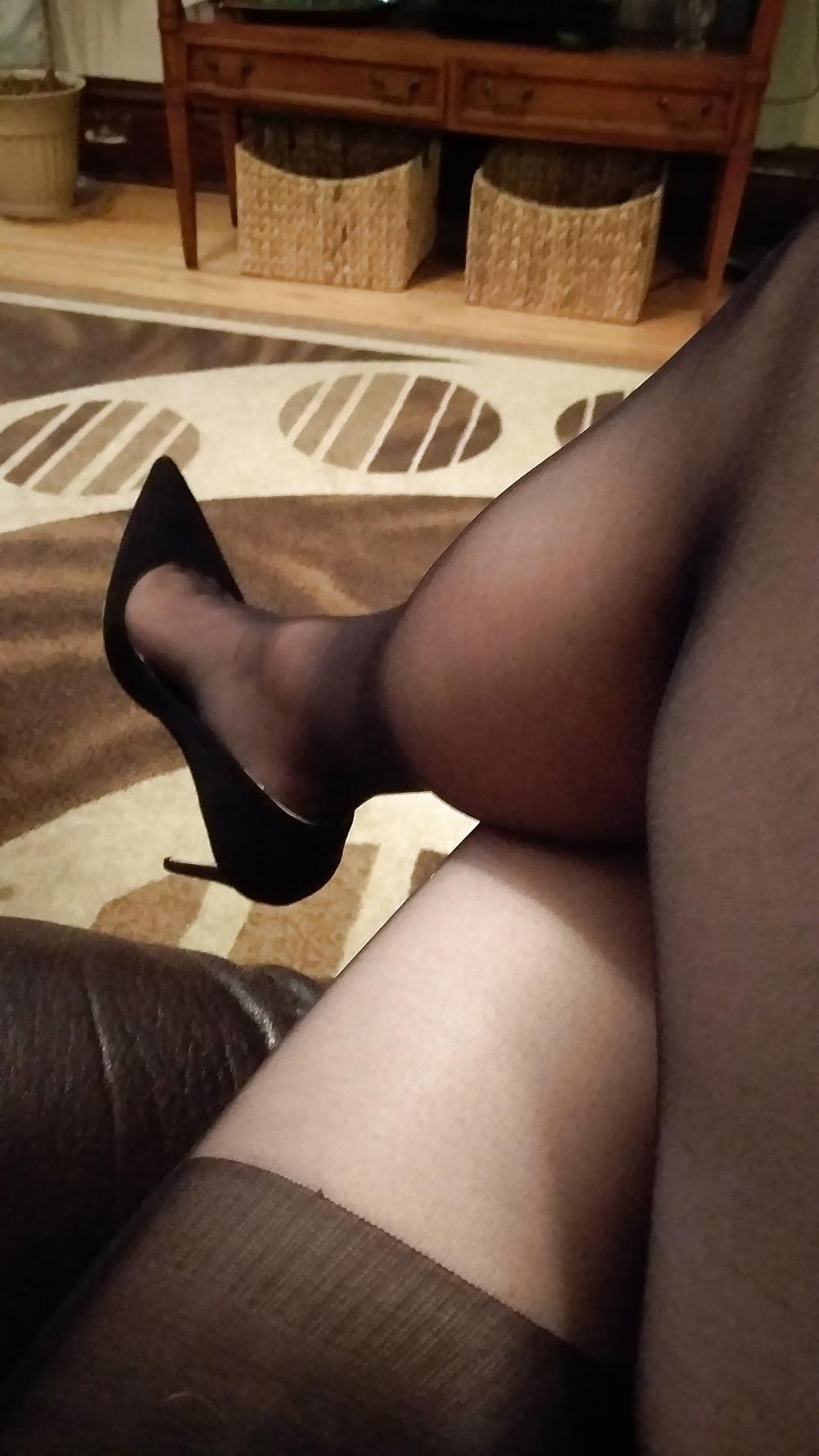 men-wearing-stockings-and-pantyhose-galleries