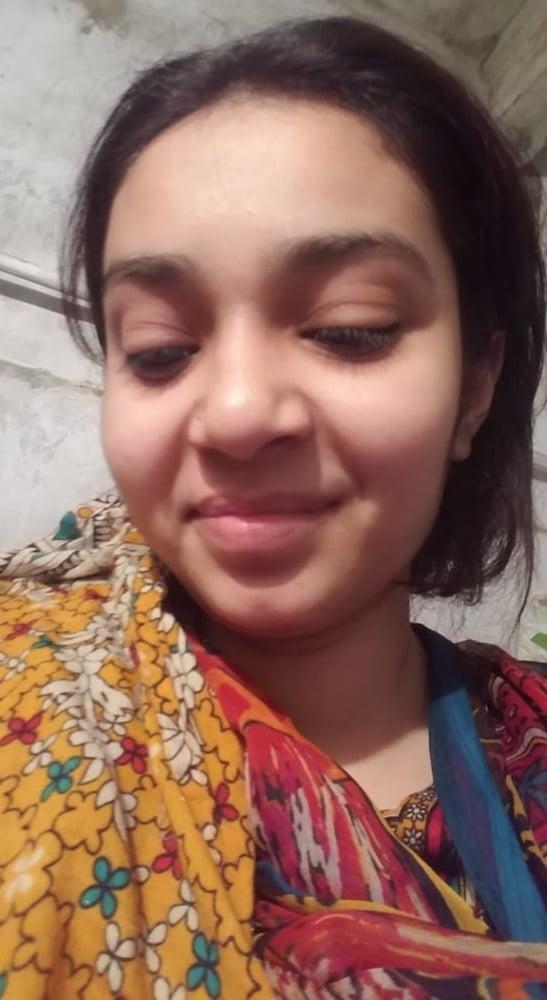 Beautiful Cute Girl Showing Boobs- 10 Pics