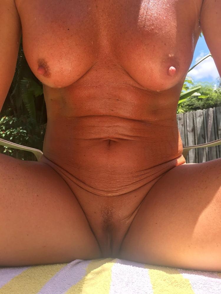 Naked females outside-4639