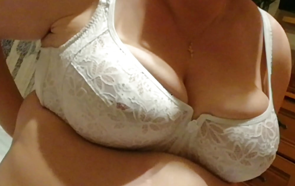 naked-regular-wife-in-bra-vids-reynolds-hot