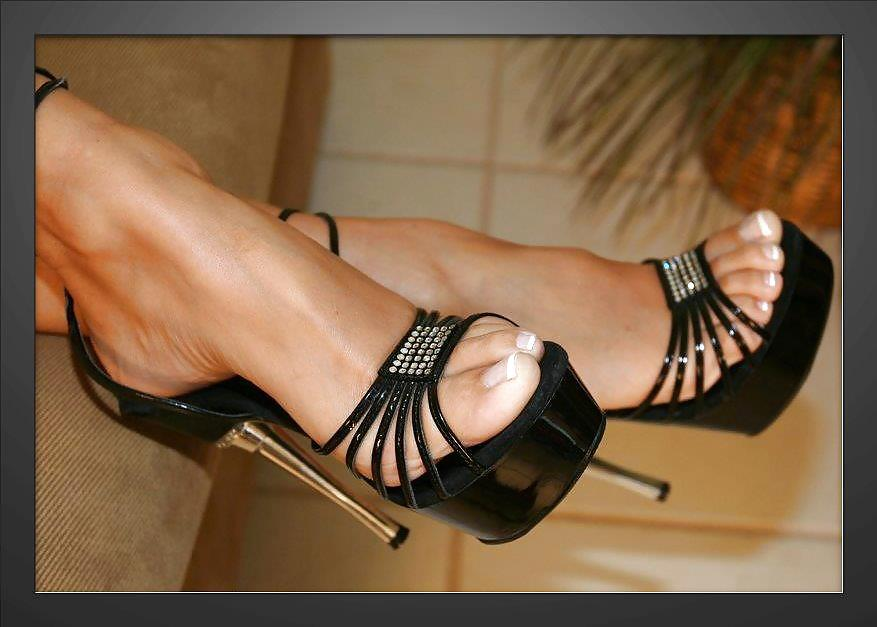 nude-sexy-feet-in-high-heels-men-suck-own-dick