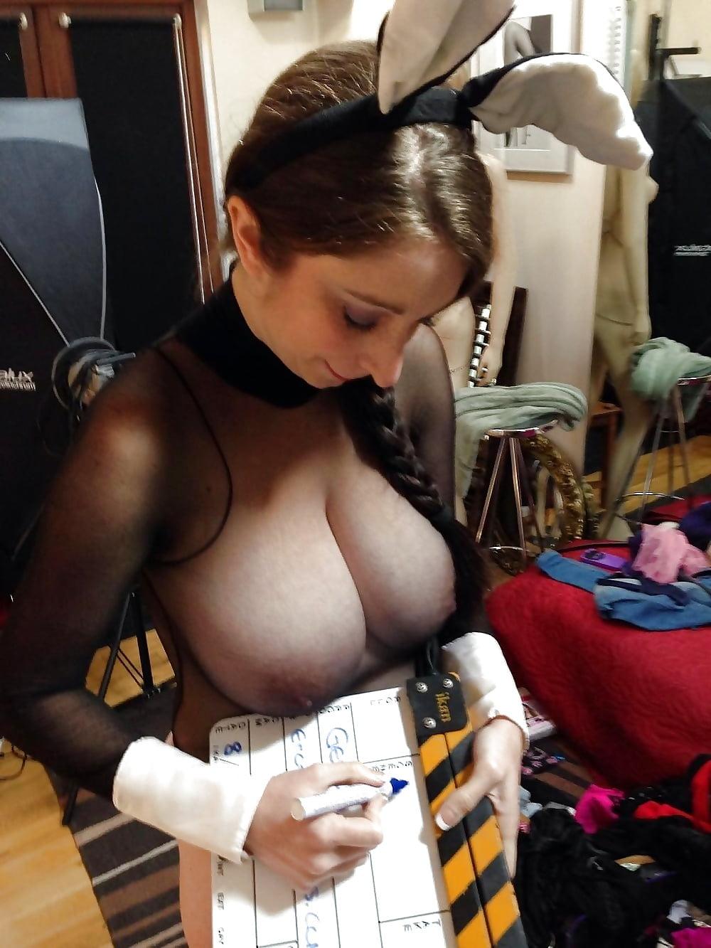 Порно с огромными сиськами под одеждой