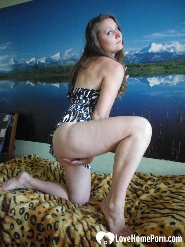 Honey showing off her bod in her bedroom - 198 Pics