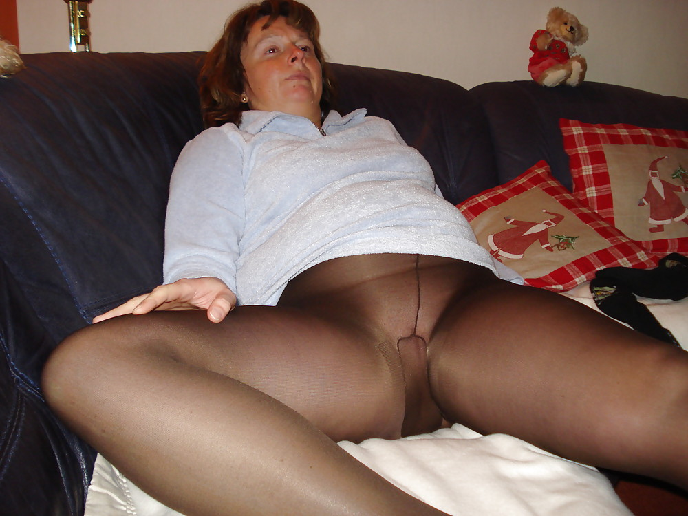sex-upskirt-pantyhose-panties-older-ventura-xxx