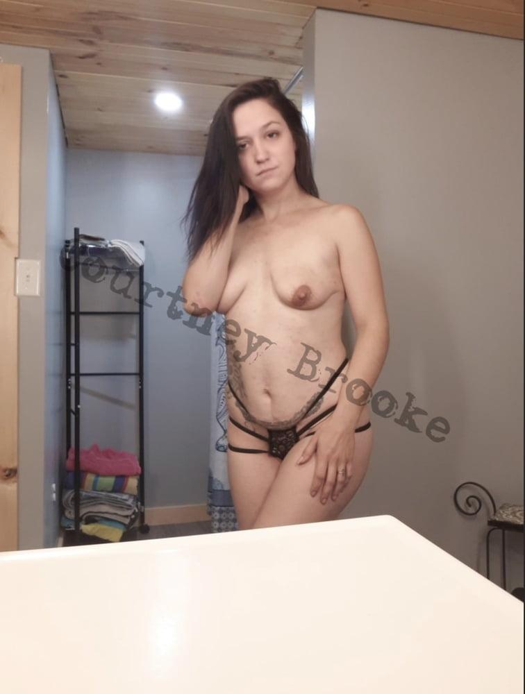 Courtney - 17 Pics