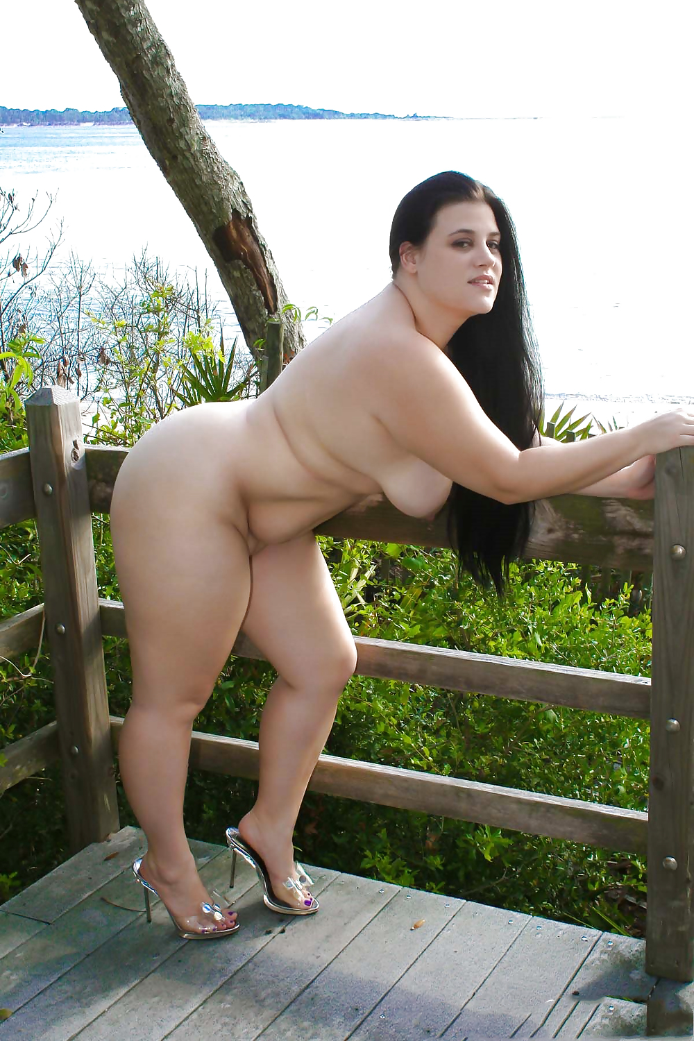 Naked chubby girls in heels — pic 14