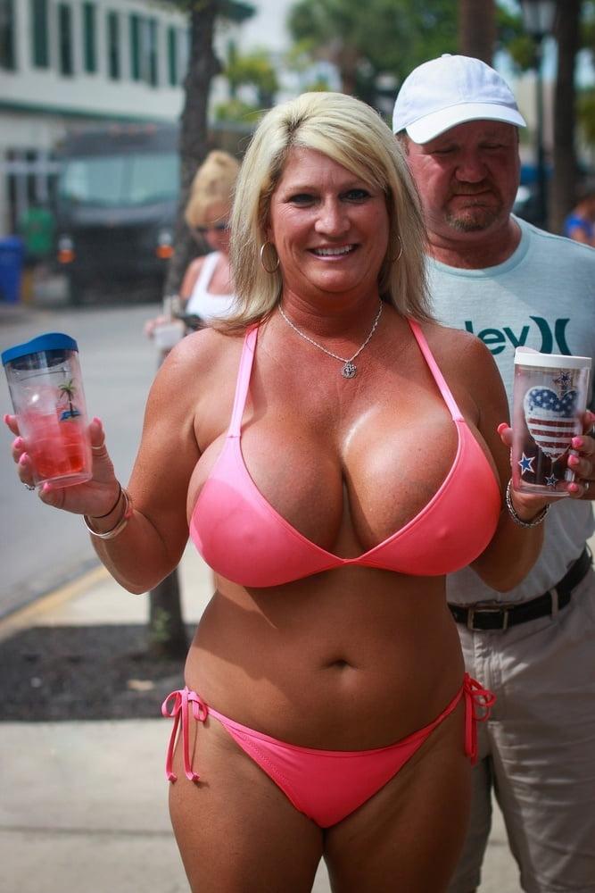 Thick beautiful milf big ole titties