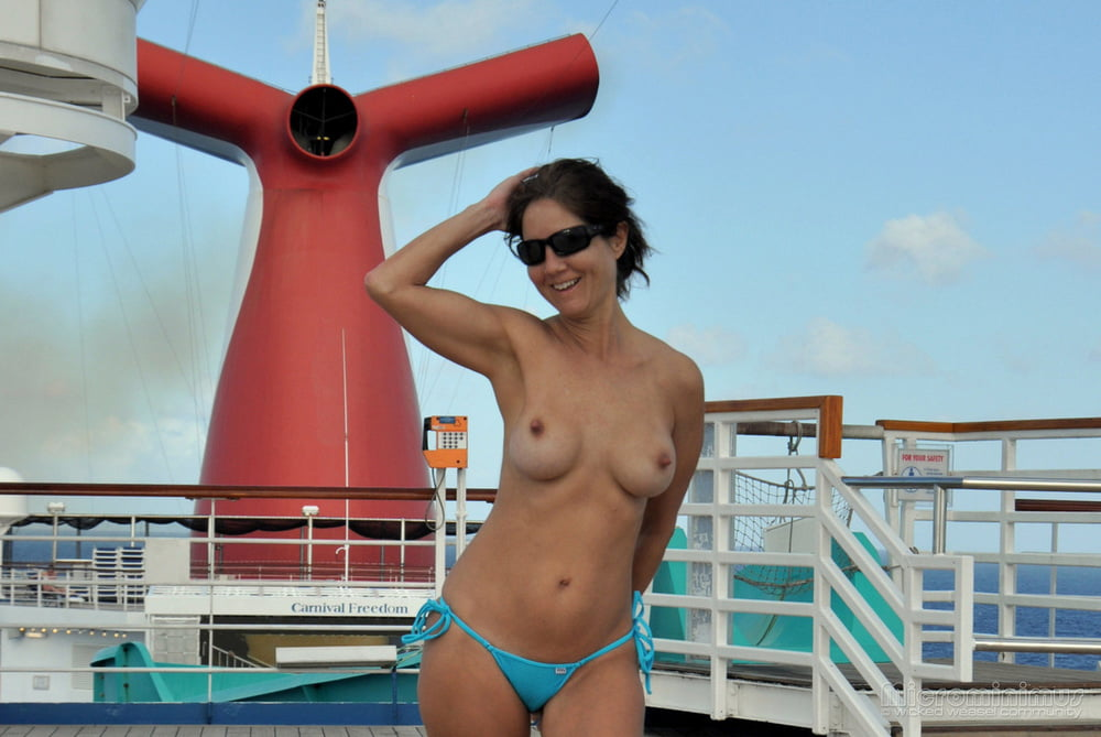 women-naked-on-a-cruise