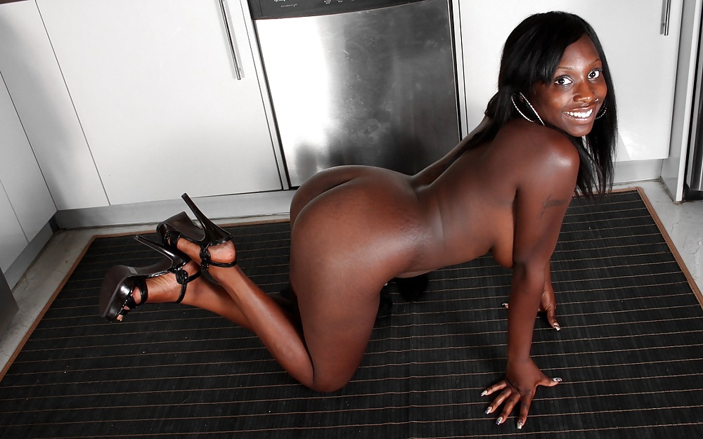 naked-ebony-girl-in-heels