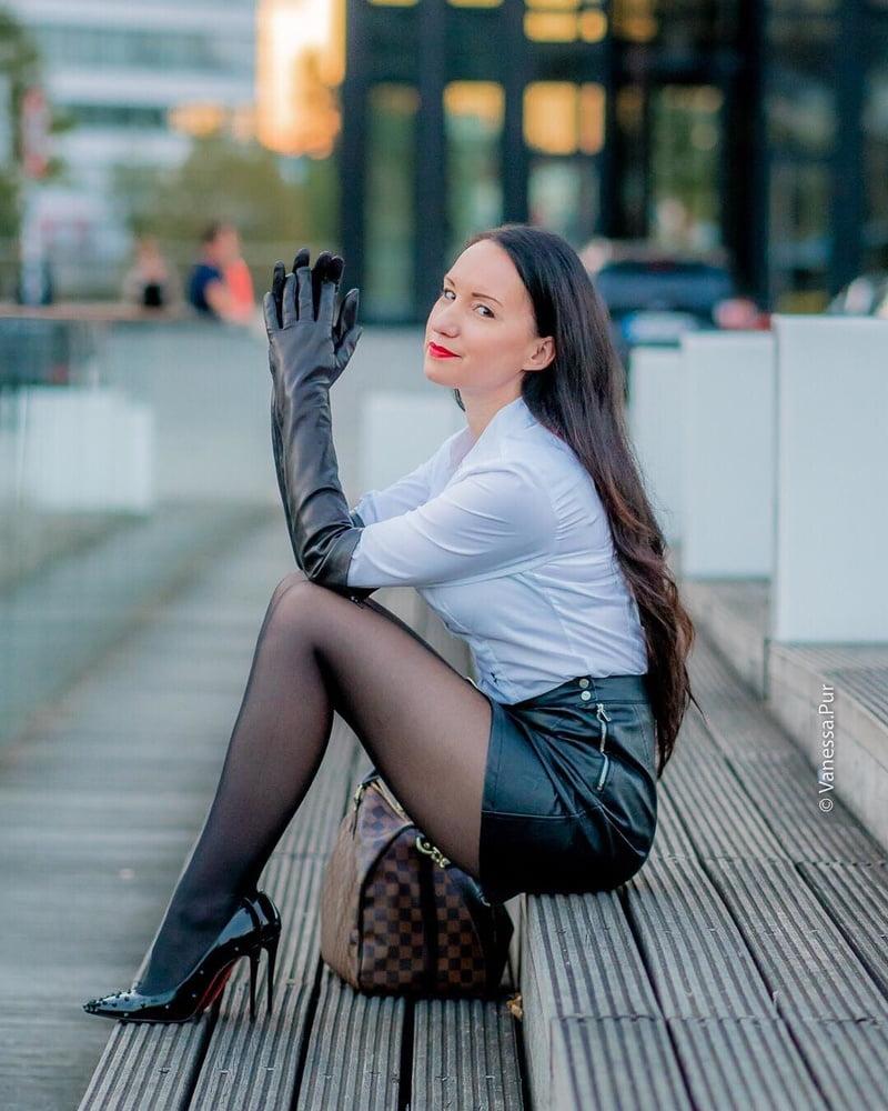 Vanessa- hot german MILF (stockings, nylons, high heels