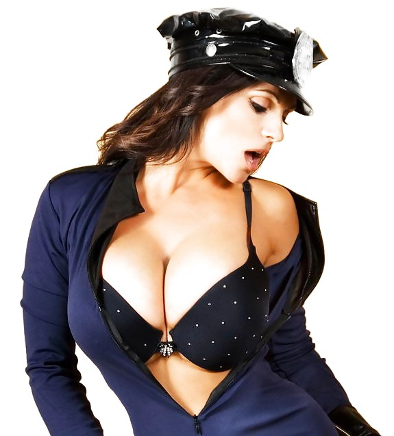 Секс с молодой грудастой полицейской