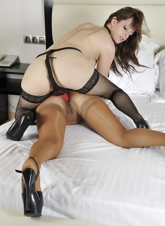 Sexy lesbian strap-5025