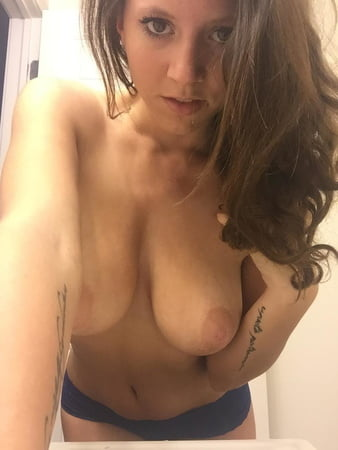 Venezuelan amateur nude selfie